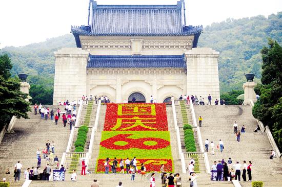 35万盆鲜花装扮南京中山陵景区(图)